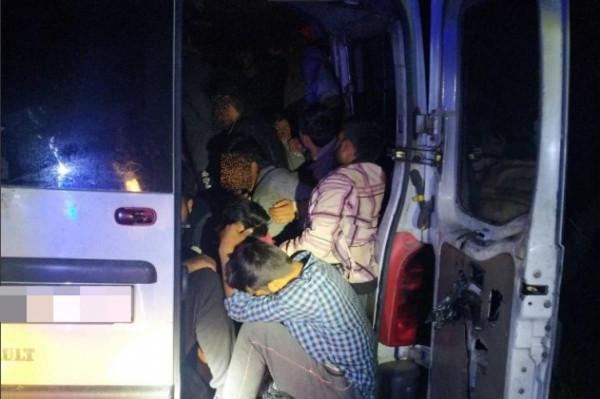 28 illegális migránst csempészett az M1-esen
