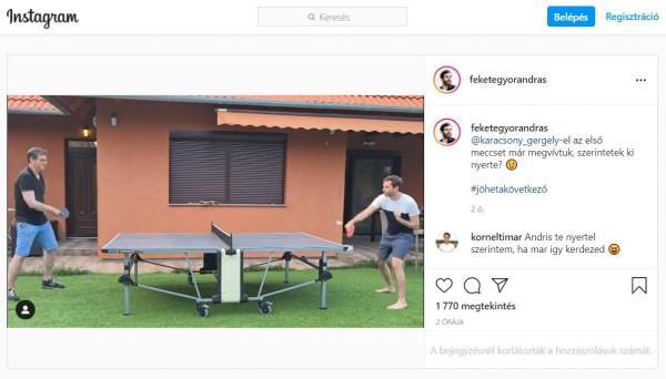 Férfiak sportja: kedélyesen ping-pongozgat Fekete-Győr András és Karácsony Gergely egy menő ház udvarán