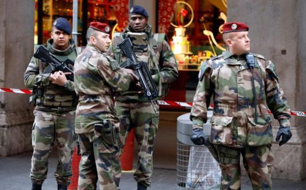 """""""A haza túlélése a tét"""" – újabb nyílt levelet címeztek Macronnak francia katonák"""