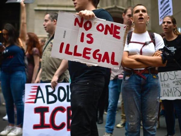 """Szép új világ: Biden betiltotta """"bevándorló"""" és az """"illegális bevándorló"""" kifejezéseket"""