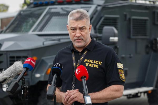 """Hajdu János, a TEK vezetője: """"A Felderítési igazgatóság hetek óta dolgozott az ügyön, megállapították, hogy a 21 éves férfi olyan internetes oldalakon chatel, amelyek az Iszlám Államhoz köthetőek"""""""