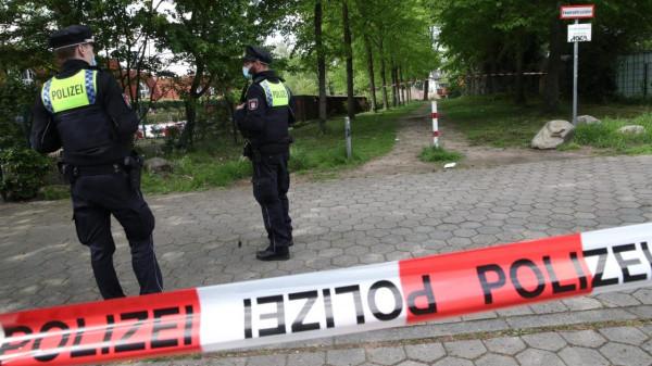 18 éves fiú késelt meg egy 14 évest Hamburg egyik játszóterénél