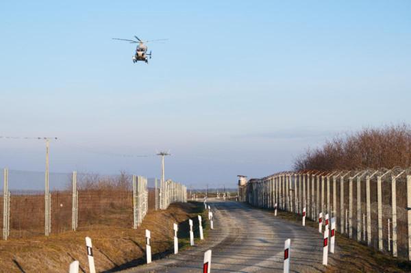 Csak tegnap közel 300 illegális migránst állítottak meg Magyarországon