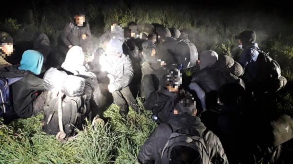 Pár óra alatt 113 illegális migránst kaptak el a magyar rendőrök