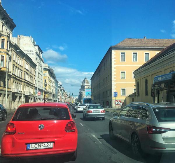 Karácsony eljátszotta a kompetens vezetőt a Forgalomirányítási Központban, erre összeomlott Budapest közlekedése