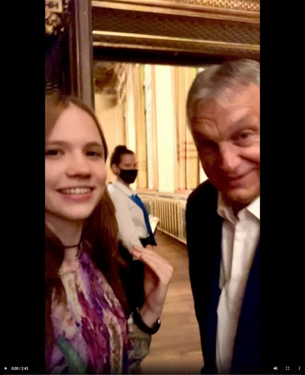 Még egy kislánynak is sikerült interjút készíteni Orbán Viktorral - újságíró iskola a Telexnek - 1. lecke
