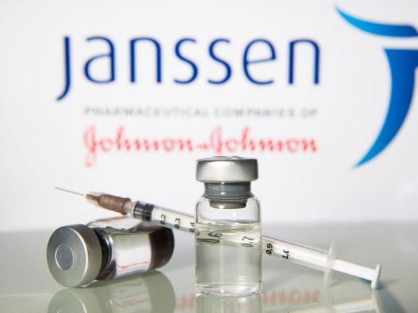 Az Európai Gyógyszerügynökség figyelmeztetést adott ki a Janssen vakcinájának ritka mellékhatásáról