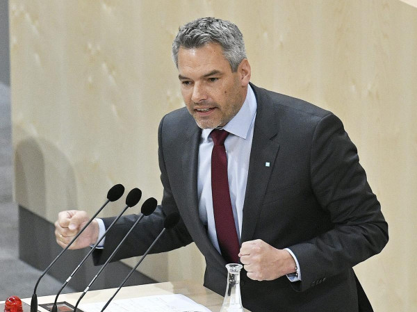 Osztrák belügyminiszter: a kitoloncolás a kulcs - ha a megfelelő üzenetet küldik, hogy nincs értelme elindulni és több ezer eurót lenyomni az embercsempészek torkán, akkor ez csökkenti a migrációs nyomást