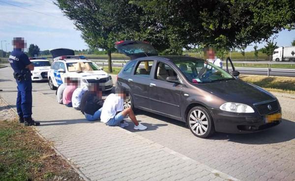 Holland embercsempészt kaptak el az M6-os autópályán
