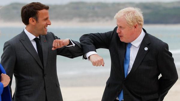Macron újra akarja indítani a francia-brit kapcsolatokat