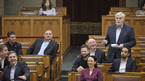 Pécsi ellenzéki összefogás: mindenki, mindenki ellen