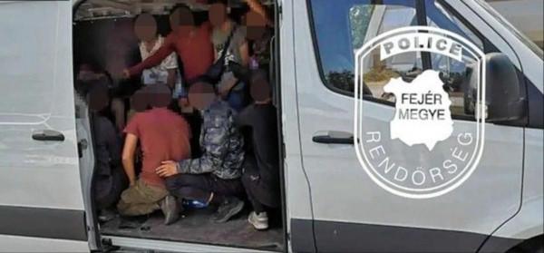 Géppisztolyos migránst kapcsoltak le a magyar rendőrök közvetlenül az osztrák határnál
