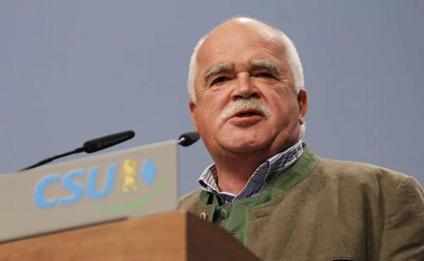 Peter Gauweiler, a CSU volt alelnöke: országok nem azért léptek be az unióba, hogy az EU-biztosok folyton demokratikus cenzúrát gyakoroljanak felettük