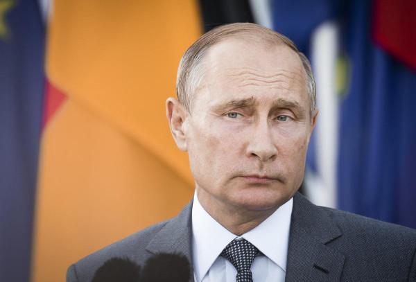 Német reálpolitika: Putyin meghívására ezernyi német üzleti és politikai döntéshozó gazdasági csúcstalálkozón vesz részt pénteken Szentpéterváron