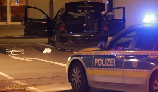 Drogkereskedő nyitott tüzet német rendőrökre, egy rendőr megsérült, két tiszt elmenekült, most bíróság előtt kell felelniük