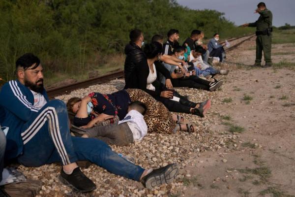 Miért utaznak román cigányok tutajokon Mexikóból az Egyesült Államokba? - idén eddig 2217 illegális romániai cigány bevándorlót fogtak el