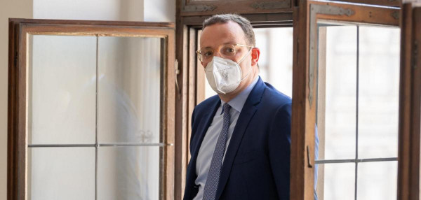 A német egészségügyi minisztérium tizenháromszor annyi FFP2 maszkot rendelt, mint amennyire szükség volt