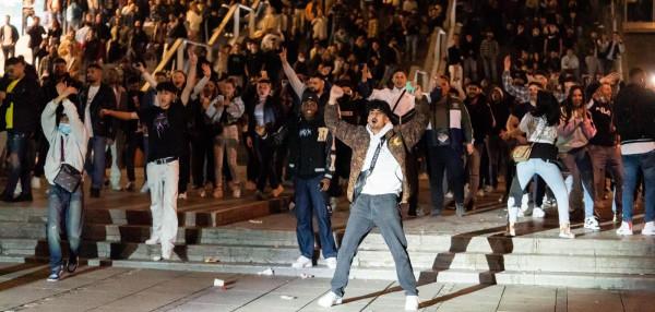 600, többségében bevándorló fiatal randalírozott Stuttgartban szombat éjjel, 5 rendőr megsebesült