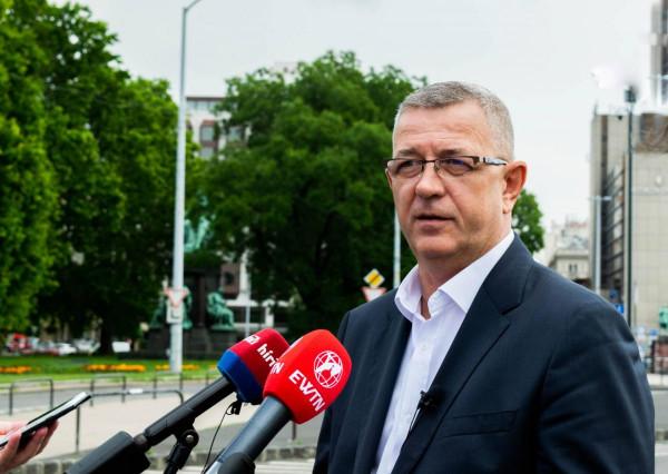 Újabb körzetet mutyizott le az ellenzék - A Momentum jelöltje visszalépett a kedvéért, most a DK jelentette be, hogy az egyik legkeményebb ex-radikális jobbikost is támogatják