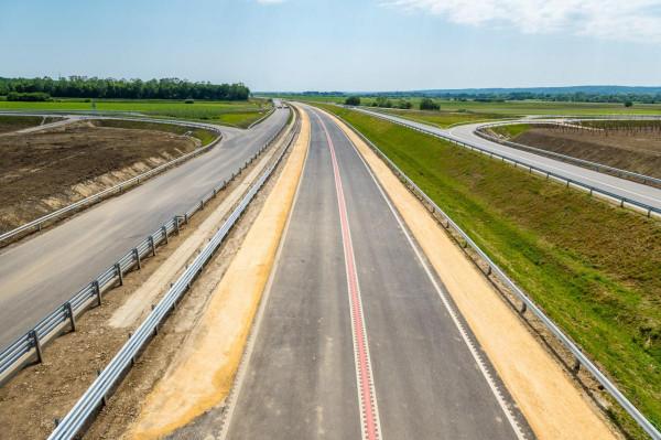Épül az ország: forgalomba helyezték az M80-as első, 6,6 kilométeres szakaszát