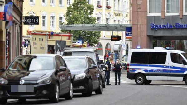 Késes mészárlás Würzburgban: 3 halott, 6 sérült