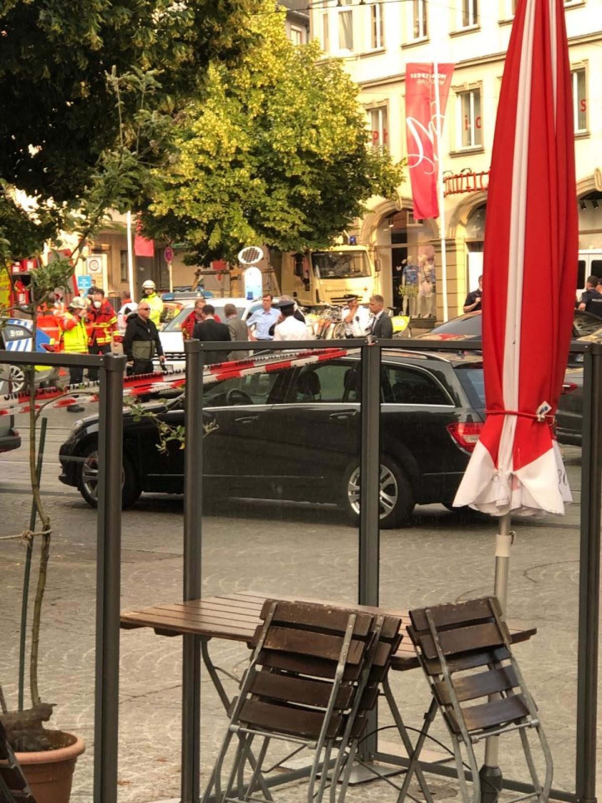 A würzburgi rendőrség megerősítette, hogy a késes támadásnak 3 halottja van